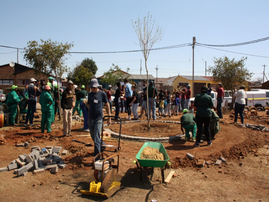 YES Participants taking part in a Park clean-up in Potchefstroom